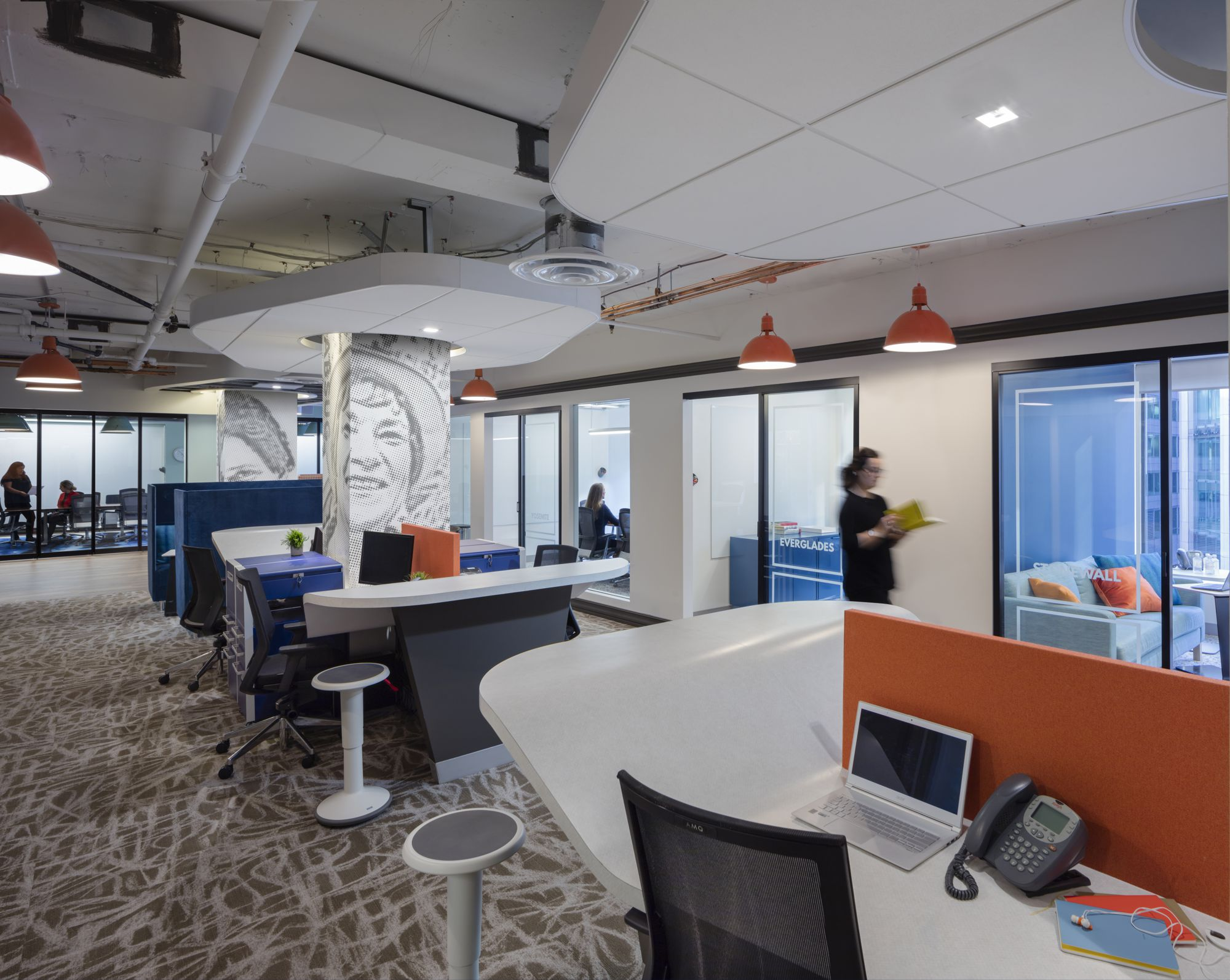 This allowed ample space to be given to the open work stations and meeting rooms along the windows. These offices allow for heads-down work, but encourage occupants to move and utilize purpose-built collaboration spaces.